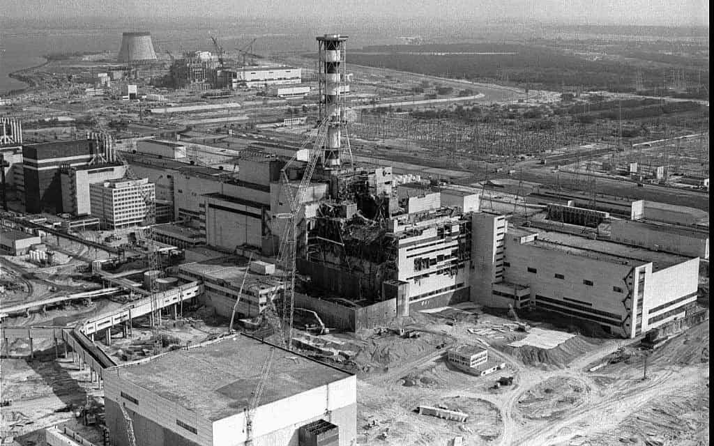 הכור בצ'רנוביל, 1986 (צילום: AP Photo/Volodymyr Repik)