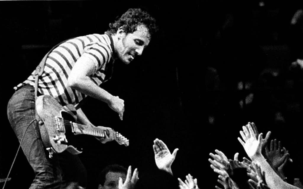 ברוס ספרינגסטין בהופעה, 1981 (צילום: AP Photo/Derer)
