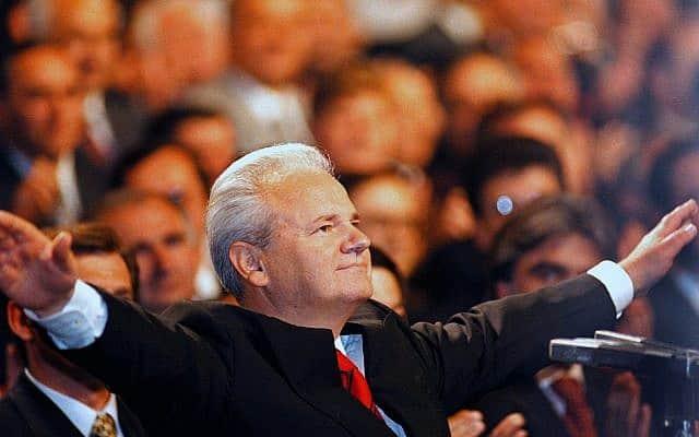 סלובודן מילושוביץ, 1997 (צילום: AP Photo/Darko Vojinovic, File)