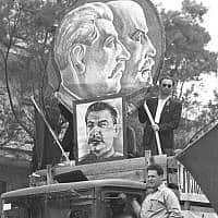 משאית של המפלגה הקומוניסטית במצעד ה-1 במאי בתל אביב, 1949 (צילום: פין הנס/לע״מ)