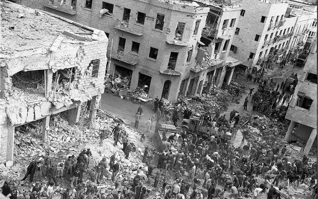 פיצוץ רכב ברחוב בן יהודה בירושלים, 22 בפברואר, 1948. טרוריסטים ערבים שנהגו ברכבים של הצבא הבריטי התפוצצו, והרגו בין 49 ל-58 אזרחים, ופצעו בין 140 ל-200 (צילום: אפרים אילני)