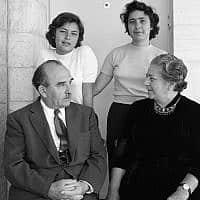ראש הממשלה לוי אשכול עם משפחתו, לפני 1967 (צילום: אפרים אילני)