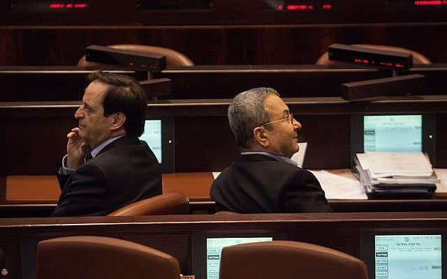 אהוד ברק ודן מרידור בעת שכיהנו בכנסת, ב-2012 (צילום: אורי לנץ/פלאש90)