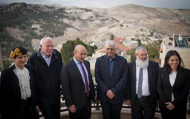 כאן מספחים בכיף? חברי הבית היהודי מתכנסים בהתנחלות מעלה אדומים, 2017 (צילום: יונתן סינדל פלאש 90)