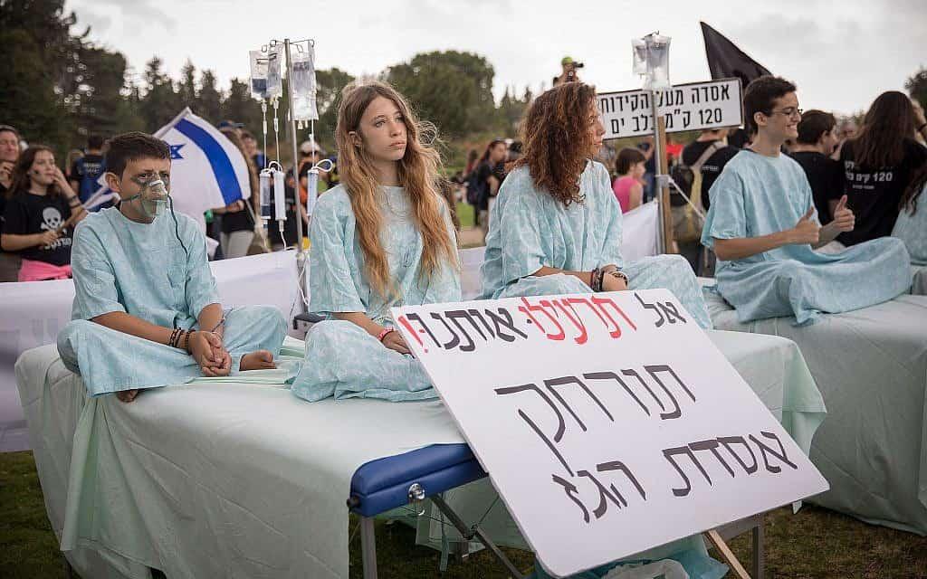 הפגנה להזזת אסדת הגז לוויתן מחופי חיפה (צילום: נועם רקקין פנטון / Flash90)