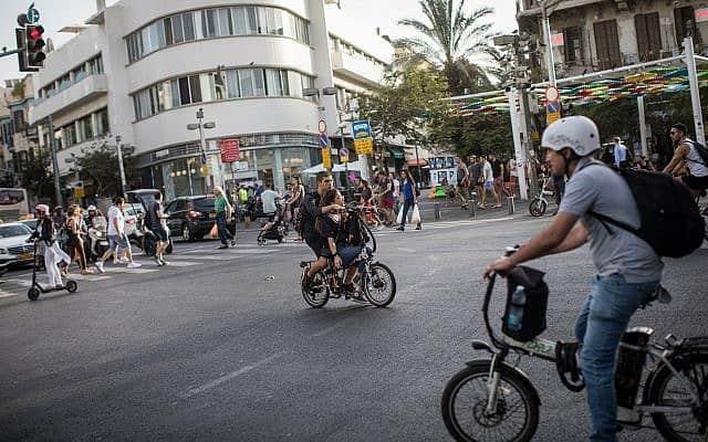 אופניים חשמליים בתל אביב (צילום: הדס פרוש פלאש 90)