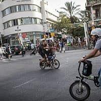 אופניים חשמליים, רחובות תל אביב, ארכיון (צילום: הדס פרוש/פלאש 90)