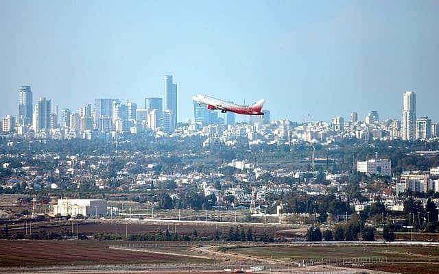 מטוס ממריא משדה התעופה בן גוריון, 15 בנובמבר 2018 (צילום: פלאש 90)