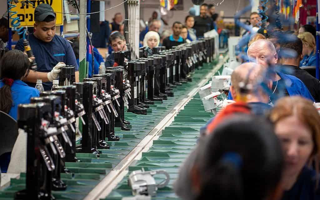 המפעל החדש של סודה סטרים בדרום, אפריל 2019 (צילום: Hillel Maeir/Flash90)