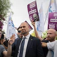אמיר אוחנה מתקבל בקריאות בוז במצעד הגאווה בירושלים 2019 (צילום: נועם רבקין פנטון/פלאש90)