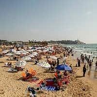 חוף גבעת עלייה ביפו (צילום: Sliman Khader/Flash90)