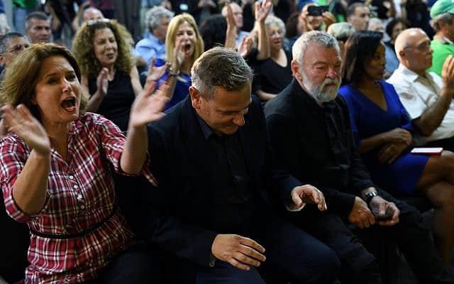 רגע הכרזת נצחונו של ניצן הורוביץ בגני התערוכה בתל אביב (צילום: גילי יערי/פלאש90)