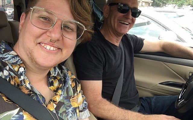 אמיר בן-דוד ושירלי-צ׳ארלי קליינמן בדרך למצעד הגאווה בירושלים