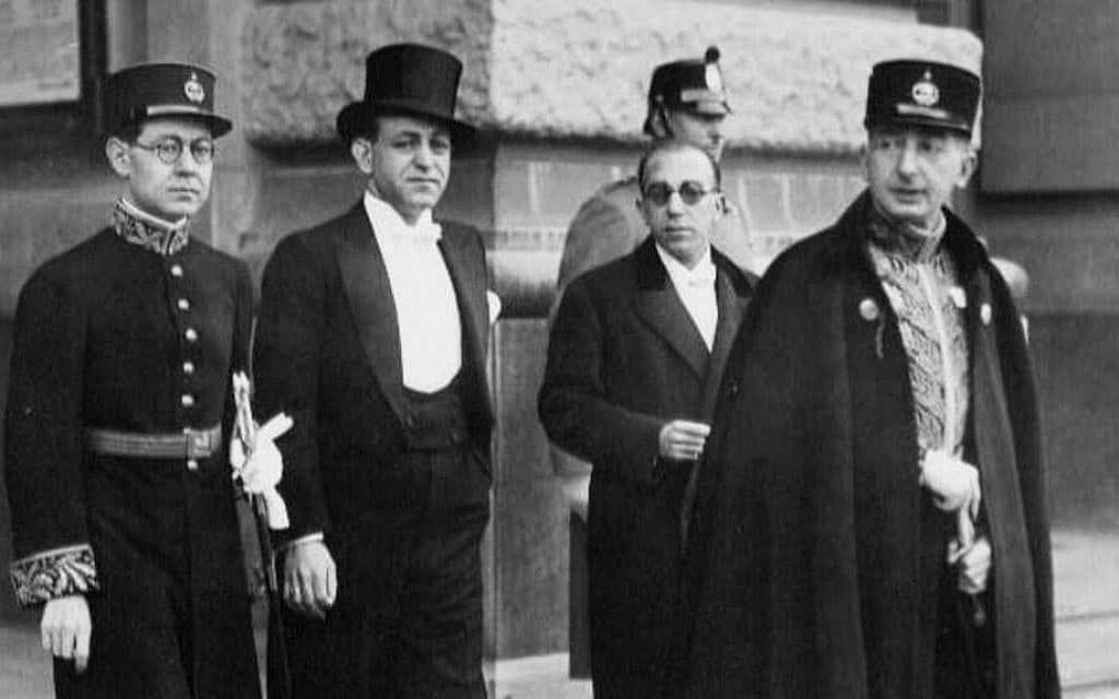 עבדול חוסיין סרדארי, שני משמאל, בפריז (צילום: (באדיבות History Press)
