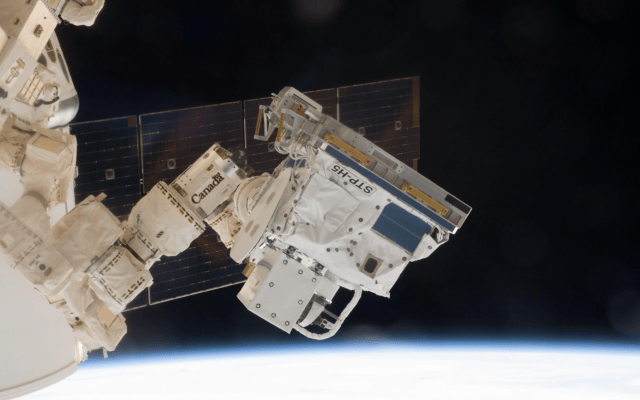 """שורה של חיישנים על תחנת החלל הבינלאומית שנוצרו על ידי מהנדס התעופה טוד המפריז, ממצגת של המפריז לממשלת ארה""""ב ביוני 2019 (צילום: באדיבות המרואיין)"""