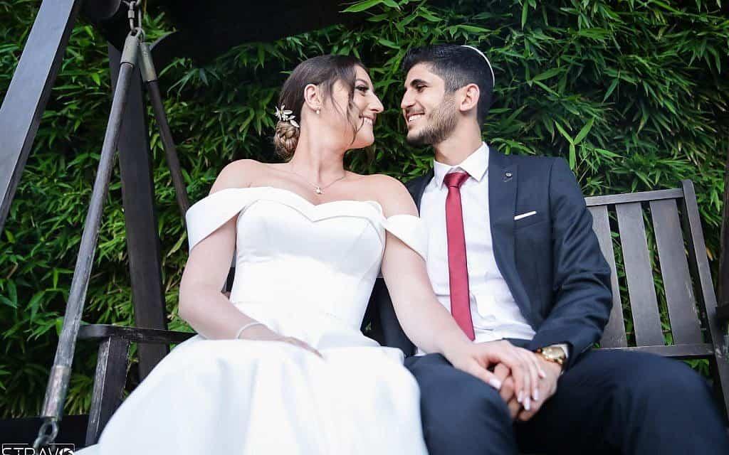 קרינה וצחי בן שימול ביום נישואיהם (צילום: באדיבות המצולמים)