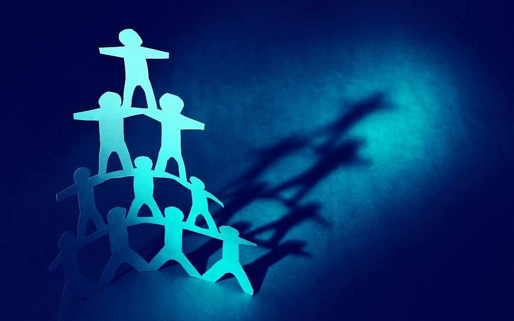 פירמידה אנושית, אילוסטרציה (צילום: STILLFX/iStockphoto)