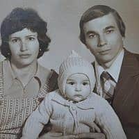 אירה טולצ'ין אימרגליק וההורים שלה, ילנה וניקולאי (צילום: מהאלבום הפרטי)