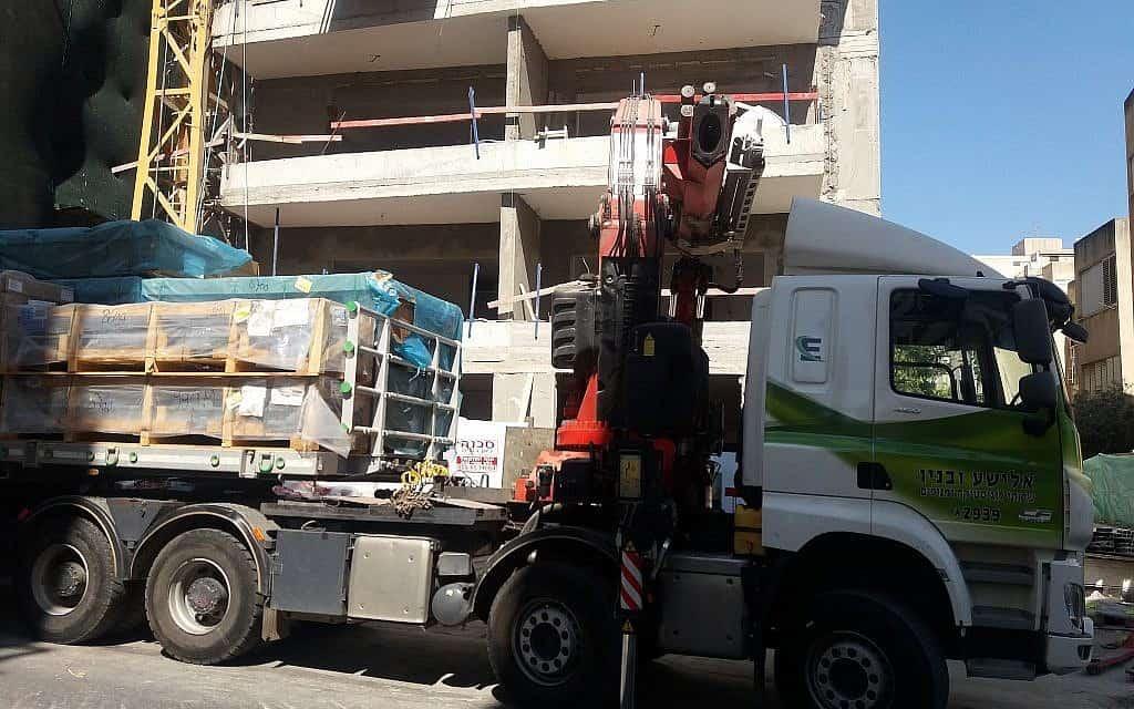 אתר בנייה ברחוב תל חי ברמת גן (צילום: תני גולדשטיין)