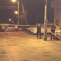 זירת הירי בפרדס חנה (צילום: דוברות המשטרה)