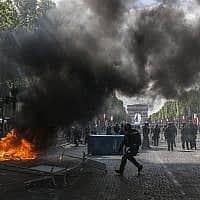 מהומות בפריז ביום הבסטיליה (צילום: Rafael Yaghobzadeh, AP)