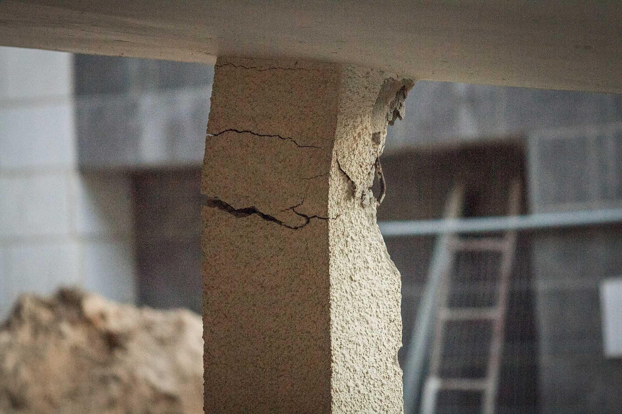 """התמוטטות בדירה שעברה חיזוק במסגרת תמ""""א 38 בקרית ביאליק (צילום: מאיר ועקנין / פלאש 90)"""