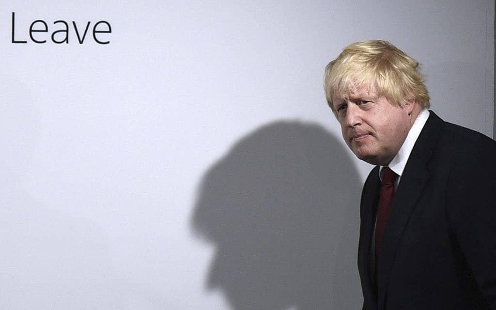 בוריס ג׳ונסון מגיע למטה ה-Leave, מתנגדי ההישארות באיחוד האירופי, ב-16 באוקטובר 2016 (צילום: Mary Turner/Pool via AP)