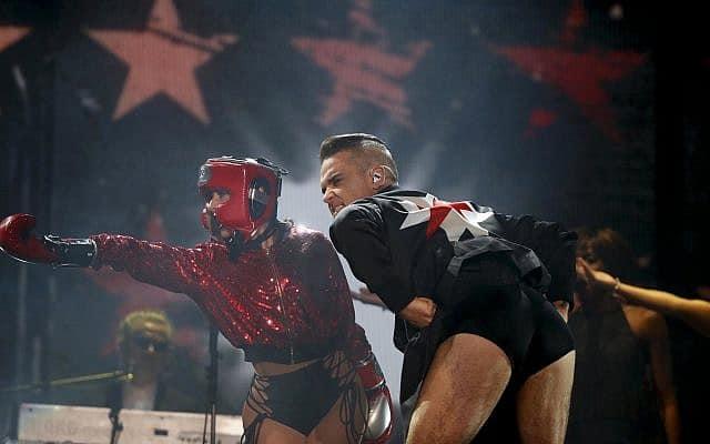 רובי וויליאמס בהופעה (צילום: AP Photo/Eduardo Verdugo)