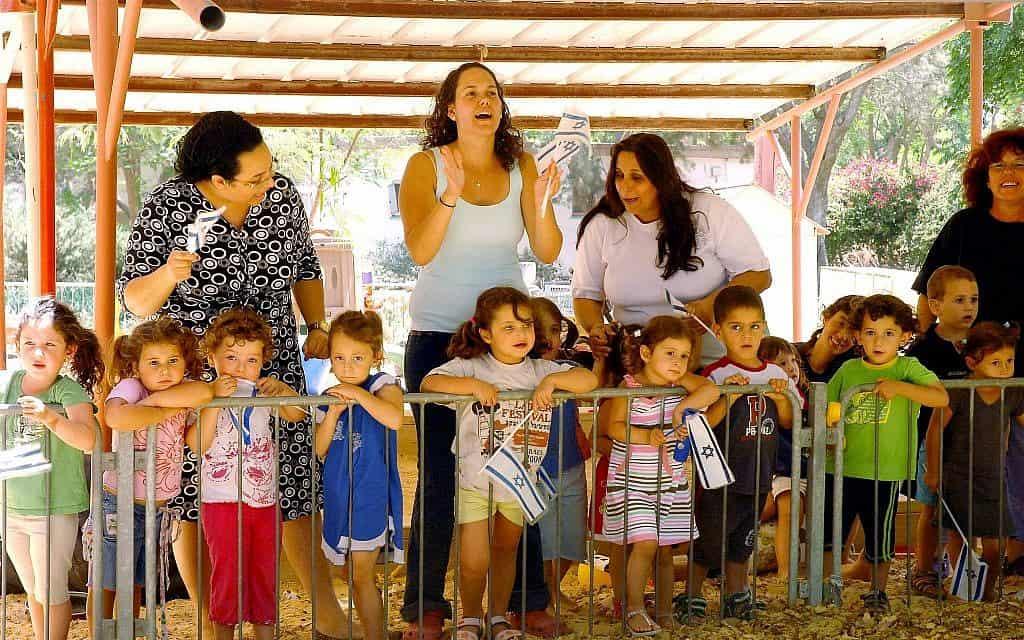 """ילדים בקיבוץ ניר עם, 2008 (צילום: משה מילנר לע""""מ)"""