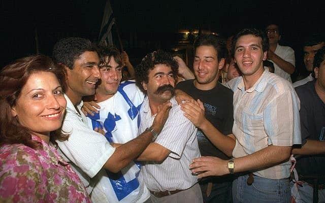 עמיר פרץ נבחר לכנסת לראשונה, ב-1988 (צילום: זיו קורן/לע״מ)