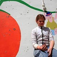 ילדה ליד גן ילדים שנפגע מירי מעזה, 2008 (צילום: אדי ישראלי/פלאש90)