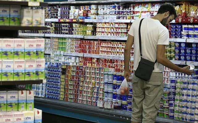 סימון מוצרי מזון מזיקים. שקד עיכבה את הרפורמה (צילום: Nati Shohat/Flash 90)