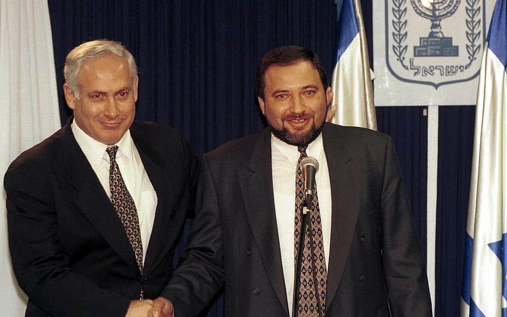 בנימין נתניהו ואביגדור ליברמן, 1996 (צילום: פלאש 90)