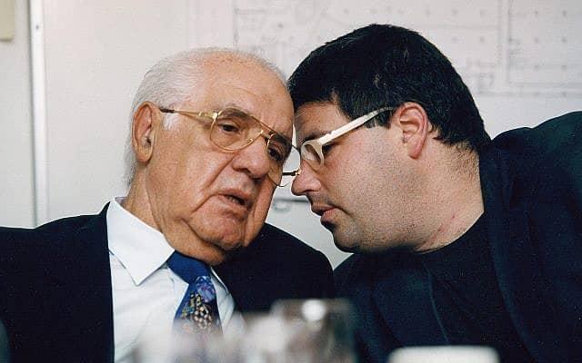יולי עופר (משמאל) עם רני רהב (צילום: משה שי פלאש 90)