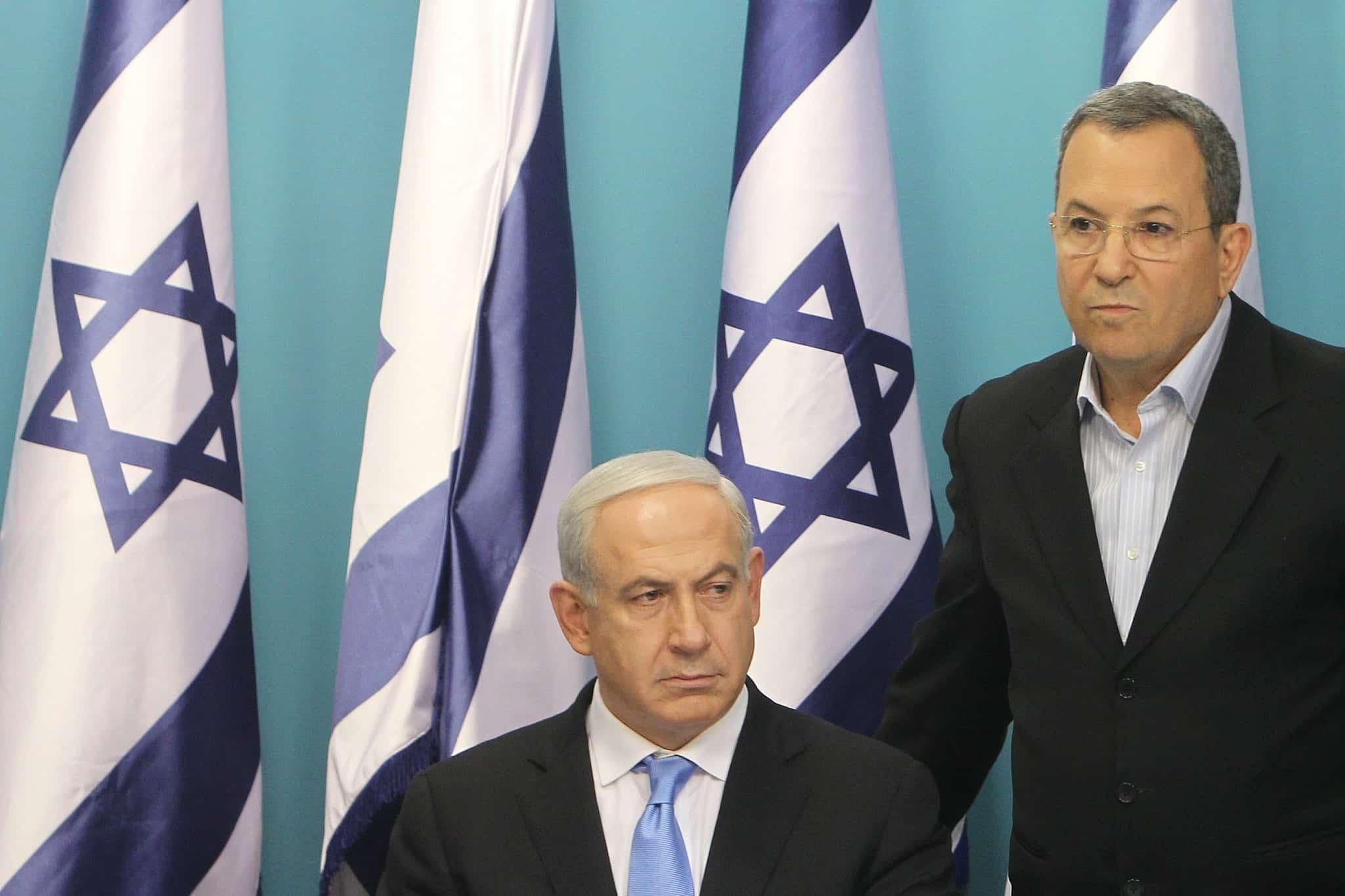 אהוד ברק (אז שר הבטחון) ובנימין נתניהו, ב-2012 (צילום: מרים אלסטר/פלאש90)
