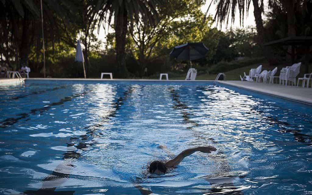 הבריכה של קיבוץ ניר עם (צילום: הדס פרוש פלאש 90)