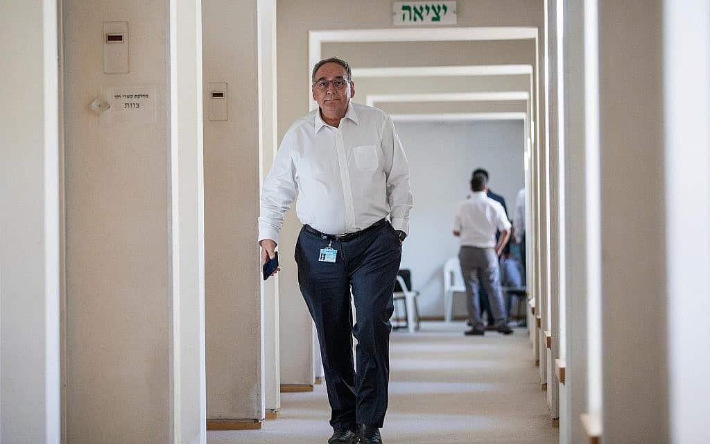 """מנכ""""ל הדסה, פרופ' זאב רוטשטיין, במסדרונות בית החולים, יוני 2017 (צילום: הדס פרוש/פלאש90)"""