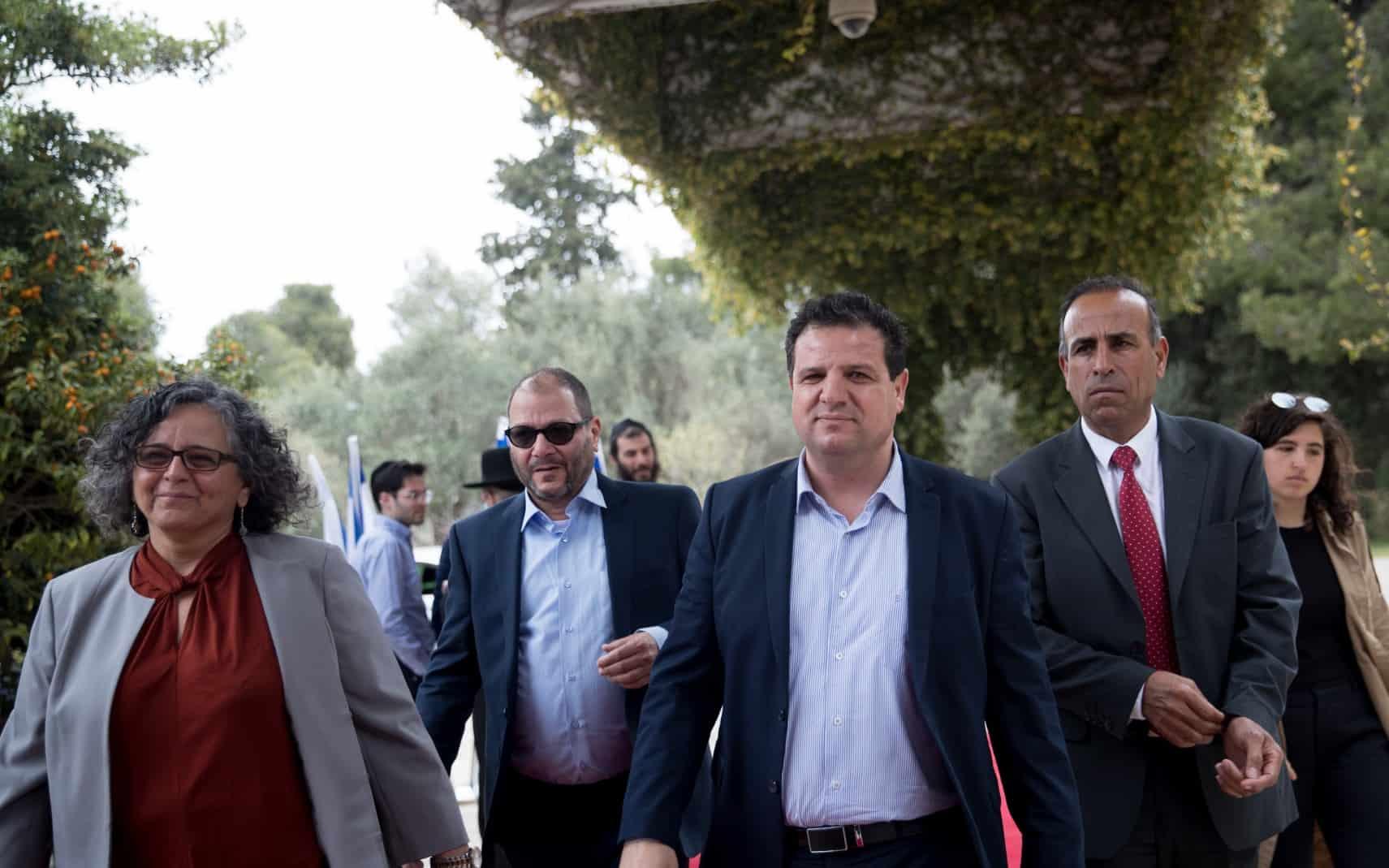 """נציגי חד""""ש-תע""""ל מגיעים לבית הנשיא אחרי הבחירות באפריל, שם לא המליצו על אף מועמד לראשות הממשלה (צילום: יונתן סינדל פלאש 90)"""