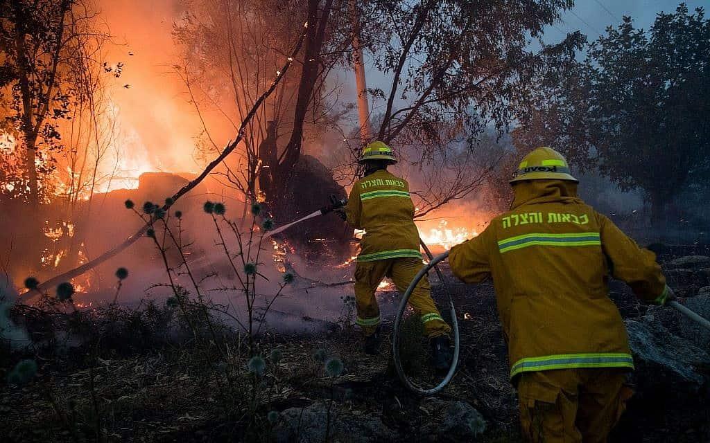 שריפה (צילום: Yonatan Sindel/Flash90)