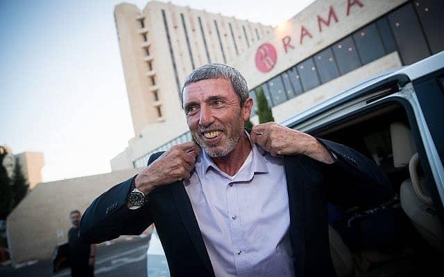 חתן השמחה: רפי פרץ מגיע למלון רמאדה בירושלים לשיחות האיחוד בימין (צילום: יונתן סינדל/פלאש90)