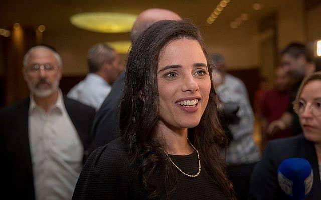כלת השמחה: איילת שקד מגיעה למלון רמאדה בירושלים, לשיחות האיחוד בין הבית היהודי והימין החדש (צילום: יונתן סינדל/פלאש90)