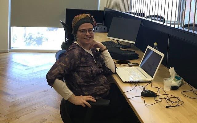 ריקי גוטמן, 40, יועצת שיווק ורעיונאית , מנהלת תוכן באתרים ובמדיה חברתית, עובדת במתחם הנשים באמפרסנד (צילום: שושנה סולומון)