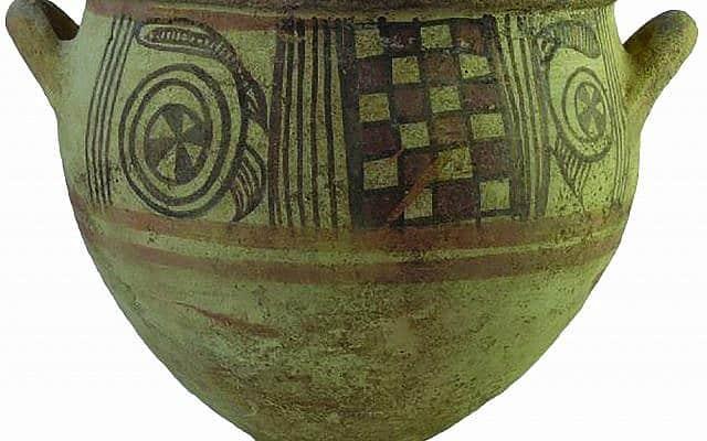 קערה מקושטת בשני צבעים מהמאה ה-11 לפני הספירה, ששימשה לערבוב יין (צילום: צילום: מליסה איה/באדיבות משלחת לאון לוי לאשקלון)