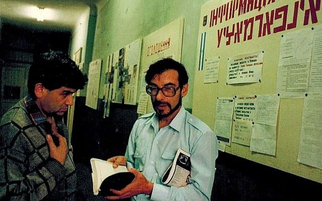 פעילי הגירה בעיר לבוב האוקראינית בשנת 1991 (צילום: דן פרי)