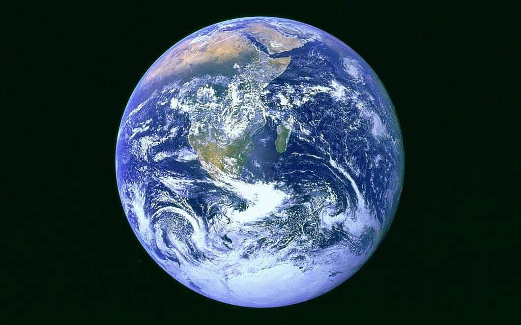 ״השיש הכחול״ – תמונה של כדור הארץ מהחלל (צילום: NASA mission Apollo 17)