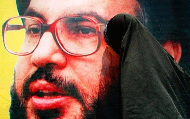 כרזה של מנהיג חזבאללה חסן נסראללה (צילום: Ahmad Khateib, Flash 90)
