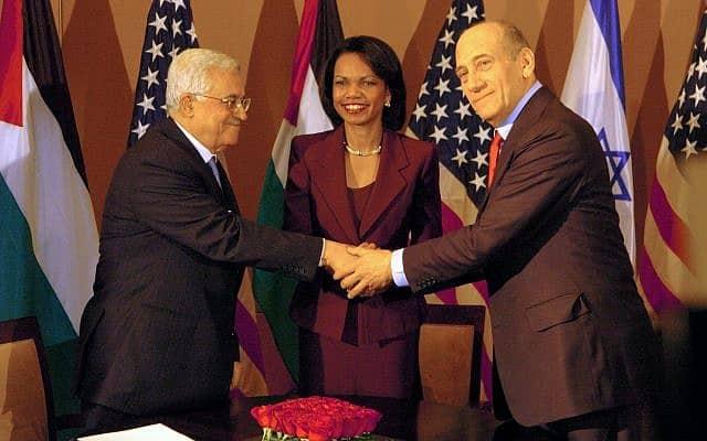אהוד אולמרט ומחמוד עבאס עם קונדוליסה רייס (צילום: פלאש 90)