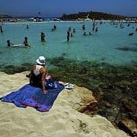 חוף באיה נאפה, קפריסין (צילום: AP Photo/Petros Karadjias)