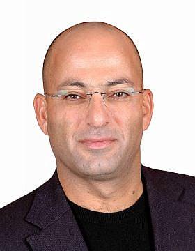 """אל""""מ במיל ד""""ר שאול אריאלי. """"ישראל מוכרת חשמל לפלשתינים במחיר אסטרונומי"""" (צילום: יח""""צ)"""