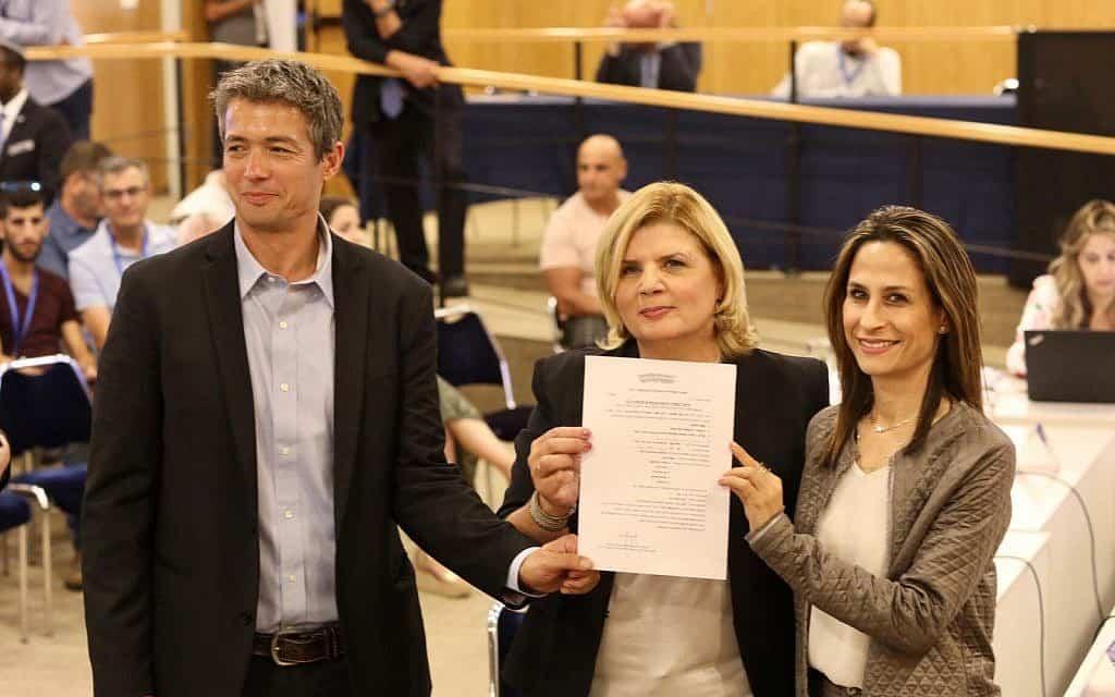 מימין: אורית פרקש הכהן, אורנה ברביבאי ויועז הנדל מגיעים לוועדת הבחירות המרכזית (צילום: אלעד מלכה)
